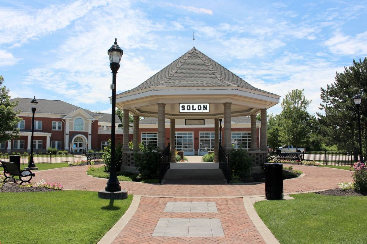 solon a suburb for both residents and big business executive